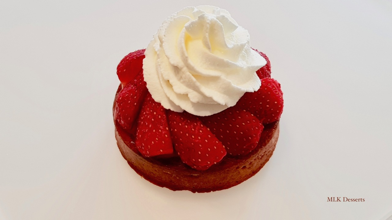 Tartelette Fraise Rhubarbe – Crème brûlée – Chantilly nature & chantilly fruits rouges